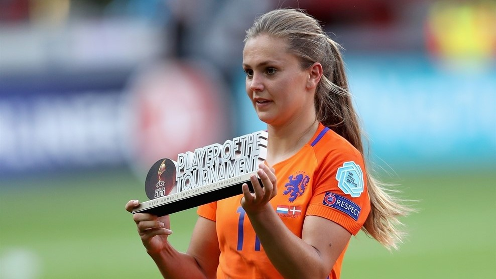 Lieke Martens with her player of the tournament award