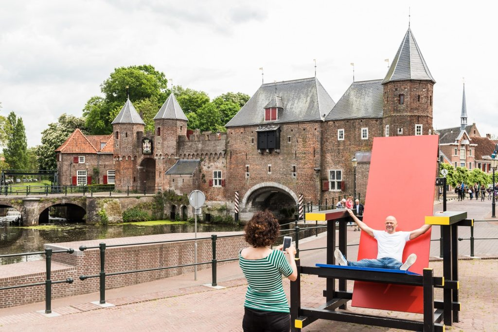 This giant Rietveld chair in front of beautiful Koppelpoort is the quintessential selfie-spot of Amersfoort